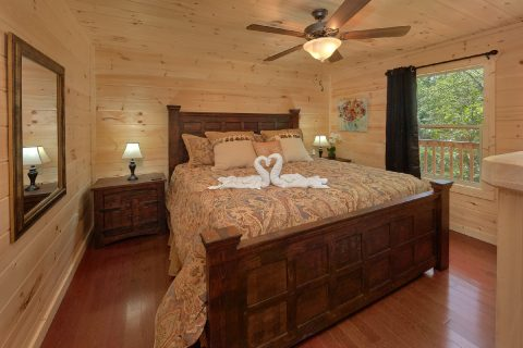 2 Bedroom Master Suite on Main Floor - Scenic Mountain Pool