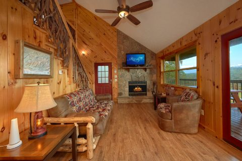 Rustic 3 bedroom Cabin with Stone Fireplace - Sea of Clouds