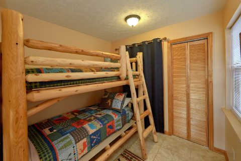 Cabin with Bunk Beds and Game Room - Sea of Clouds