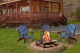 Cabin with fire pit, mountain views and hot tub