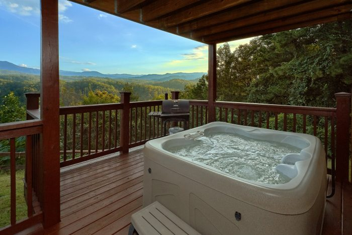 Secluded Cabin with fire pit and hot tub - Sea of Clouds