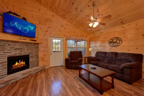 2 Bedroom 2.5 Bath Pigeon Forge Cabin Sleeps 8 - Serenity
