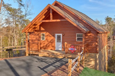 3 Story 2 Bedroom Cabin Sleeps 8 - Serenity