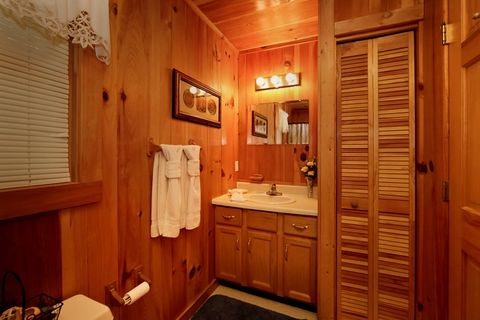 Luxurious 1 Bedroom Cabin with 2 Bathrooms - Serenity Ridge