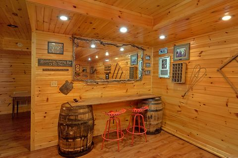 3 Bedroom Cabin with 2 Hot Tubs - Simply Incredible
