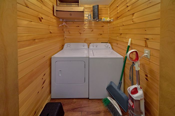 3 Bedroom Cabin Sleeps 12 with Charcoal Grill - Simply Incredible