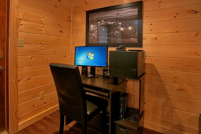 Cabin with Computer System, WIFI and Game Room - Simply Irresistible