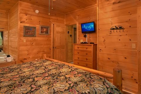 Cabin with 2 King Beds and Jacuzzi Tubs - Simply Irresistible