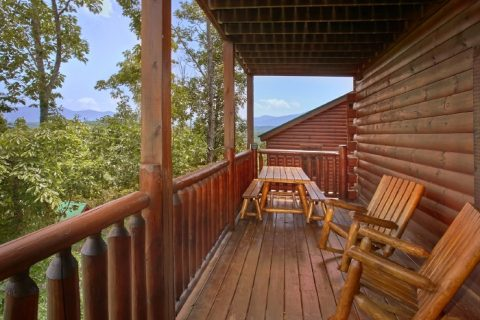 4 Bedroom Cabin with Picnic Table and View - Simply the Smokies