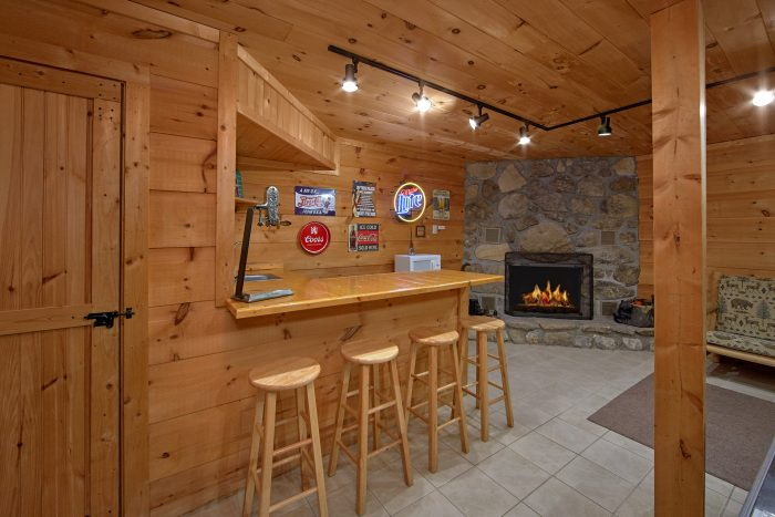 3 Bedroom Chalet W/Wet Bar Sleeps 8 - Skiing With The Bears
