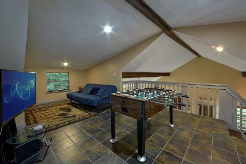 Loft with Foos Ball Table 2 Bedroom Cabin - Sleepy Hollow