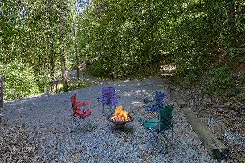 2 Bedroom Cabin with Yard and Fire Pit - Sleepy Hollow