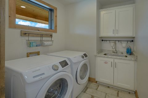 Main Floor Washer and Dryer 4 Bedroom - Smokey Mountain High