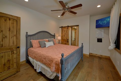 Luxurious 4 Bedroom Vacation Home Sleeps 10 - Smokey Mountain High