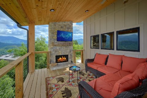 Large Covered Back Deck with Fireplace and TV - Smokey Mountain High