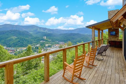 4 Bedroom 3.5 Bath Sleeps 10 Gatlinburg Vacation - Smokey Mountain High