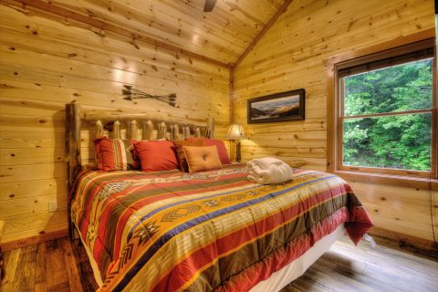Spacious 4 Bedroom Cabin Sleeps 12 - Smokey Ridge