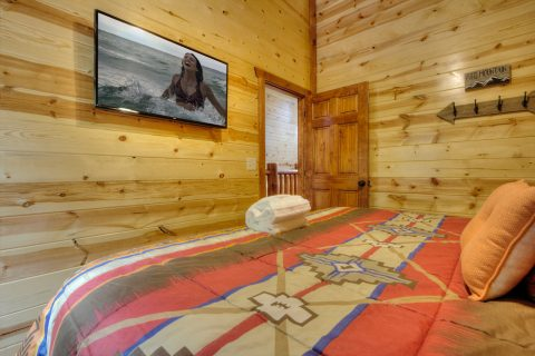 4 BEdroom Cabin with TV's in ALl Rooms - Smokey Ridge