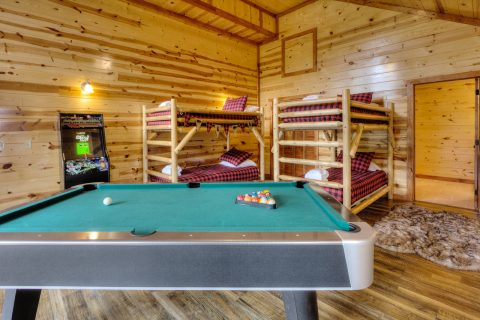 Game Room wit Pool Table and Bunk beds - Smokey Ridge