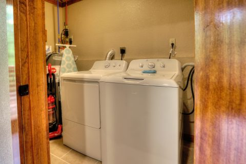 Full Size Washer and Dryer 4 Bedroom Cabin - Smokey Ridge