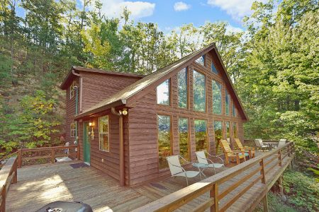 Wolves Den: 3 Bedroom Pigeon Forge Cabin Rental