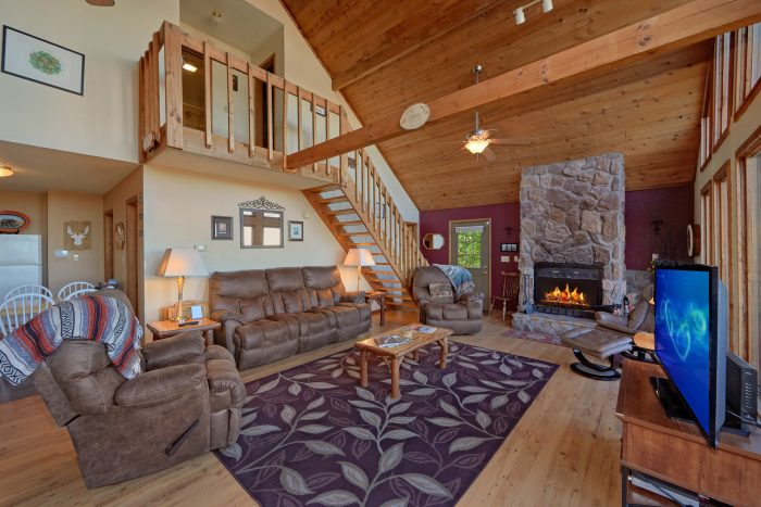 Rustic cabin with Fireplace and Mountain Views - Smokeys Dream Views