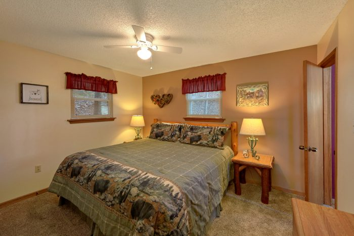 3 Bedroom cabin with Master Bedroom and King bed - Smokeys Dream Views