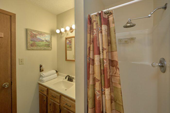3 bedroom cabin with 2 private bathrooms - Smokeys Dream Views