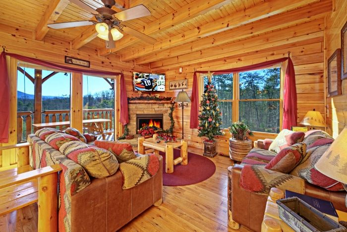 Cabin with Spacious Living Room - Smokies View