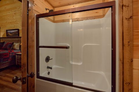Premium cabin with 3 Luxurious Master baths - Smoky Bear Lodge