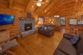 Spacious 2 Bedroom Cabin with Gas Fireplace
