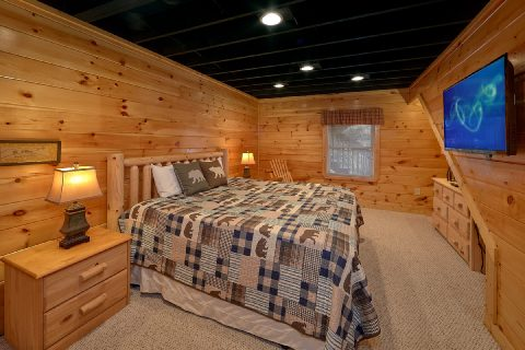 Bedroom with King Bed, Flatscreen TV, and WiFi - Smoky Hilltop