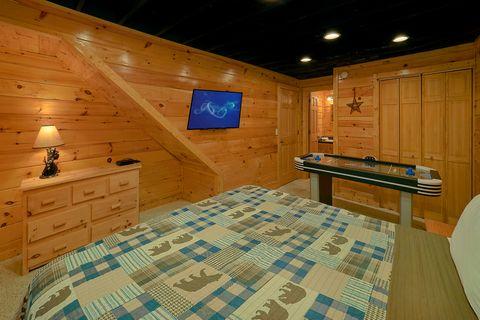 Smoky Mountain 2 Bedroom Cabin Sleeps 6 - Smoky Hilltop