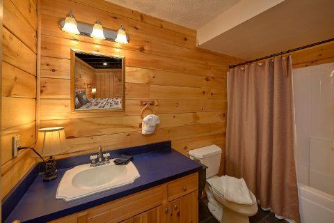 King Bedroom with Full Bathroom - Smoky Hilltop