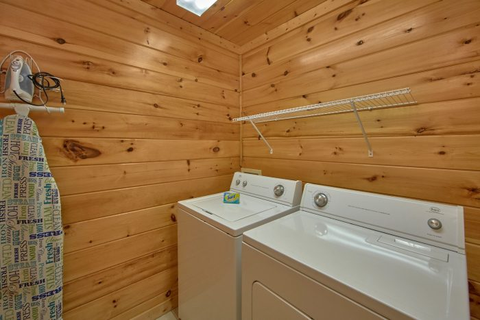 7 Bedroom Cabin with full size washer and dryer - Smoky Mountain Lodge