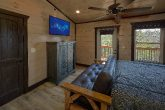 King bedroom with Futon in 15 bedroom cabin