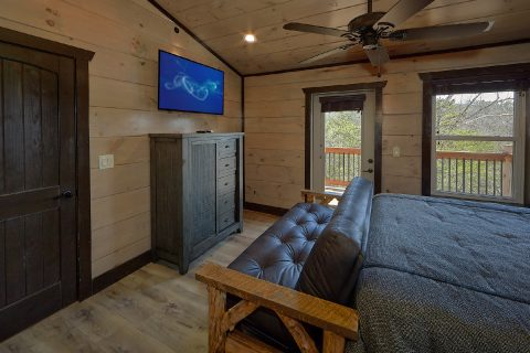 King bedroom with Futon in 15 bedroom cabin - Smoky Mountain Masterpiece