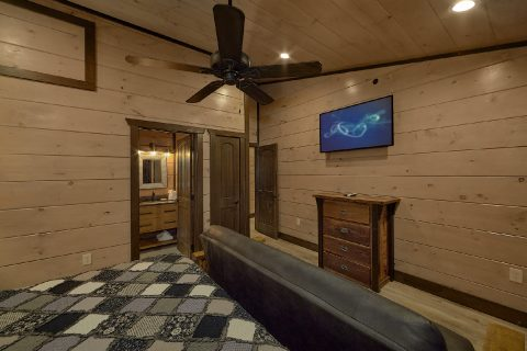 Private Bath in Bedroom at 15 bedroom cabin - Smoky Mountain Masterpiece