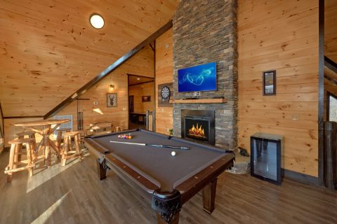 Luxurious cabin with a Pool Table and Fireplace - Smoky Mountain Memories