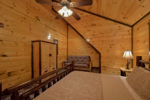 Spacious King Bedroom with Futon in Luxury Cabin - Smoky Mountain Memories