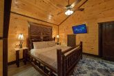 Luxurious 12 bedroom cabin with Rustic Log Beds