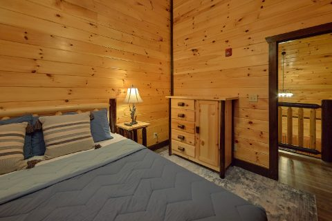 Private King bedroom in 12 bedroom cabin - Smoky Mountain Memories