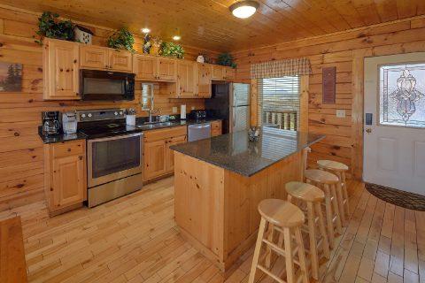 Large Open Floor Plan 5 Bedroom Cabin Sleeps 16 - Smoky Mountain Retreat