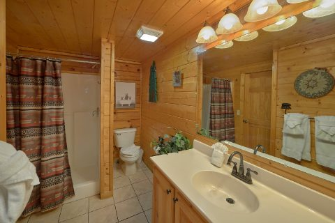 Master Suite Bath Room Smokey Mountain Retreat - Smoky Mountain Retreat