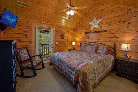 Luxurious 5 Bedroom 5 Bath Cabin Sleeps 16 - Smoky Mountain Retreat