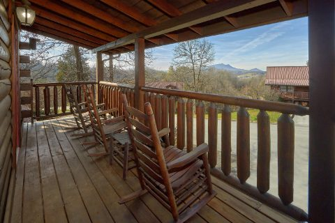 5 Bedroom with Covered Porch and Rocking Chairs - Smoky Mountain Retreat