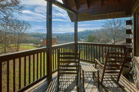 5 Bedroom 5 Bath Sleeps 16 with Views - Smoky Mountain Retreat