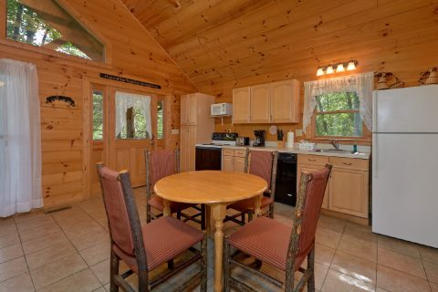 Open Floor Plan 1 Bedroom Honeymoon Cabin - Smoky Mountain Time