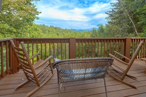 Featured Property Photo - Sneaky Bear Getaway