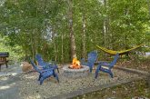 2 bedroom cabin with Fire Pit and hammock